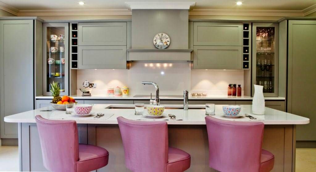 kitchen-with-bar-stools