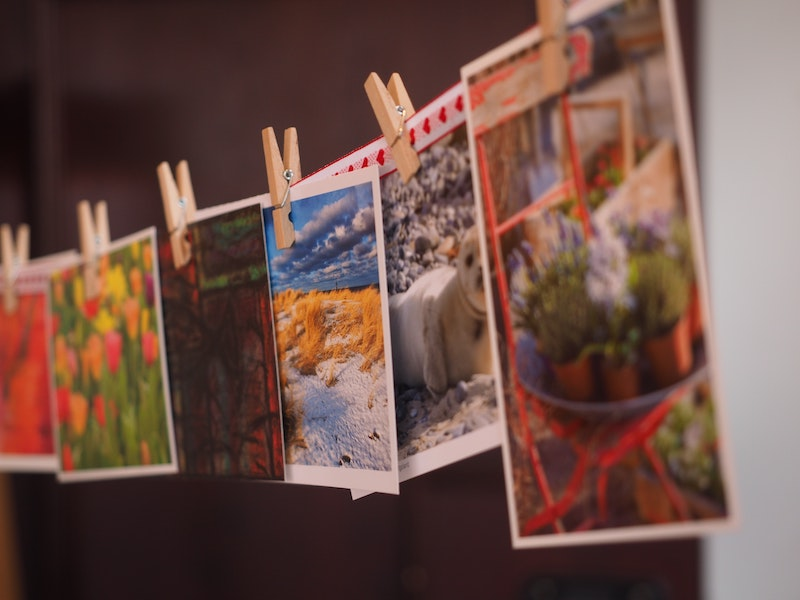 Decorate-rental-property-with-postcards