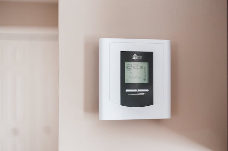 Energy-efficient-savings-with-thermostat
