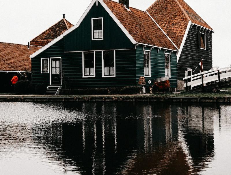 House-near-flood