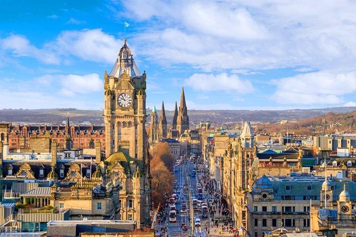 scotland-edinburgh-skyline